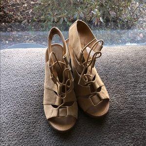 Mel rose and Market wedge sandal